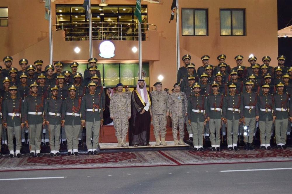 نائب أمير مكة يرعى حفل تخريج طلبة كلية الملك عبدالله للدفاع الجوي المدينة