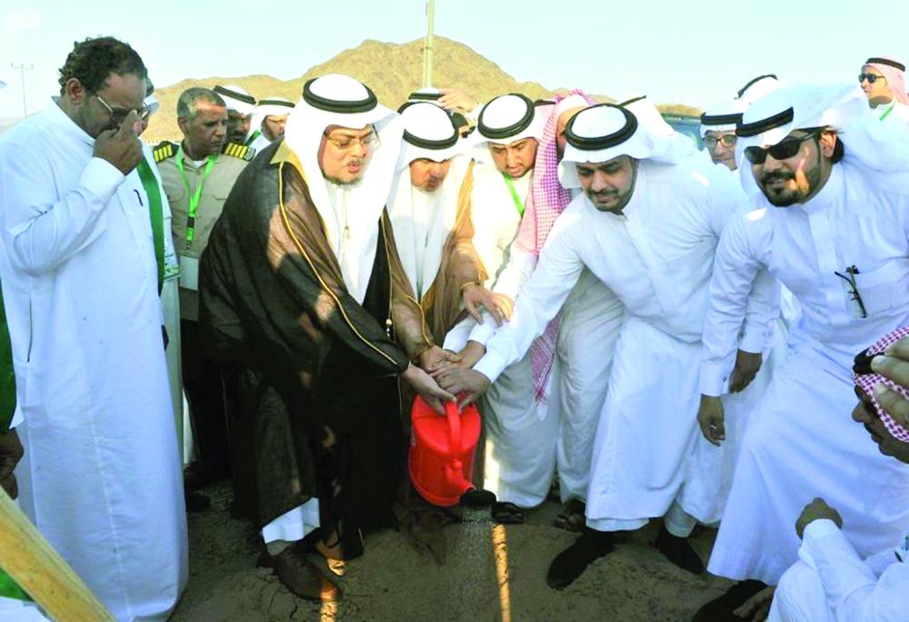 «فقيها» يدشّن حملة لزراعة 50 ألف شجرة بالمدينة المنورة - المدينة