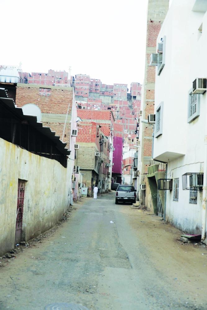 مواطنون: فوضى حفريات بشوارع مكة.. والأمانة: غرامات للمقاولين - المدينة