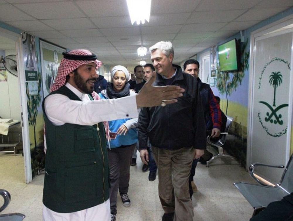 مفوض الأمم المتحدة لشؤون اللاجئين يزور عيادات