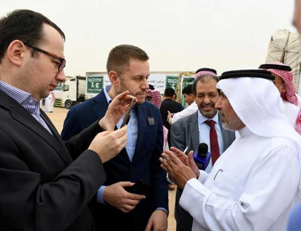تدشين قافلة برية تحمل 1200 طناً من المواد الغذائية والإيوائية ضمن خطة العمليات الإنسانية الشاملة في اليمن