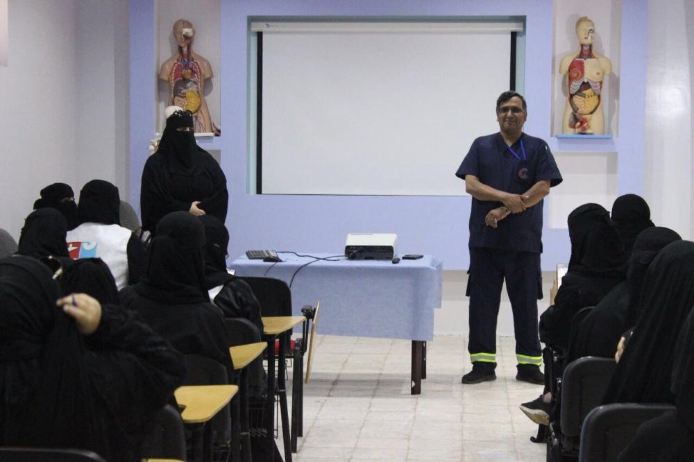 معلمة تنقذ طالبة معاقة من الاختناق بالمدينة المنورة