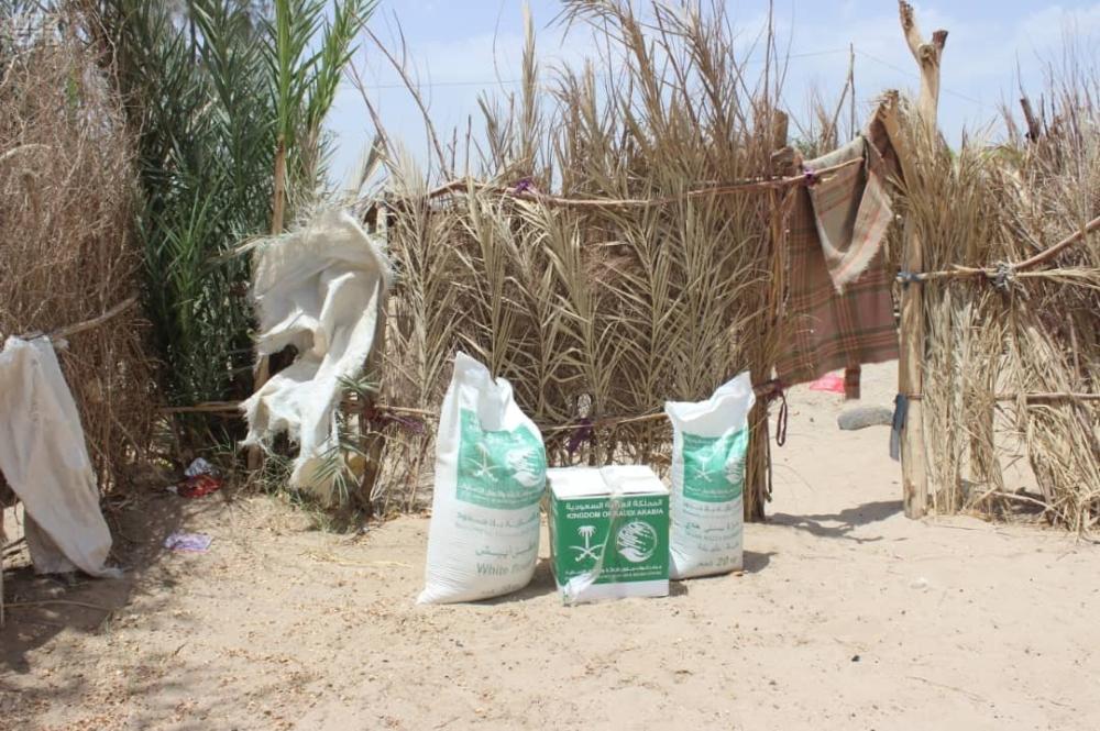 الملك سلمان للإغاثة يوزع 1500 سلة غذائية بمحافظة مأرب اليمنية