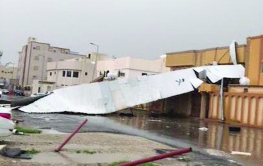 أمير القصيم يتفقد أضرار الأمطار والعواصف ببريدة ميدانيا