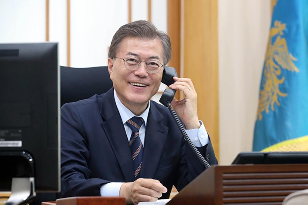 رئيس كوريا الجنوبية يبحث نزع السلاح النووي مع نظيره الأمريكي