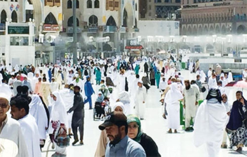 تكامل الأدوار يعبر بالجمعة الثالثة إلى بر الأمان في المسجد الحرام - المدينة