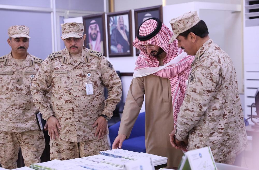 وزير الحرس الوطني يتفقد كلية الملك خالد العسكرية ومدينة الأمير بدر السكنية المدينة