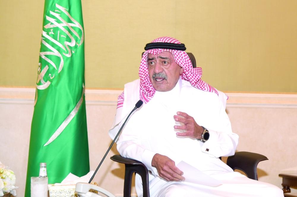 الأمير مقرن يطلع على مشروعات «البيان» الخيرية للتعليم - المدينة