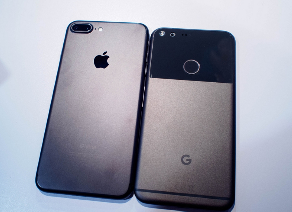 بشكل مفاجئ: غوغل  تطرح هاتفها الجديد والمشابه لـ  آيفون إكس آي  القادم