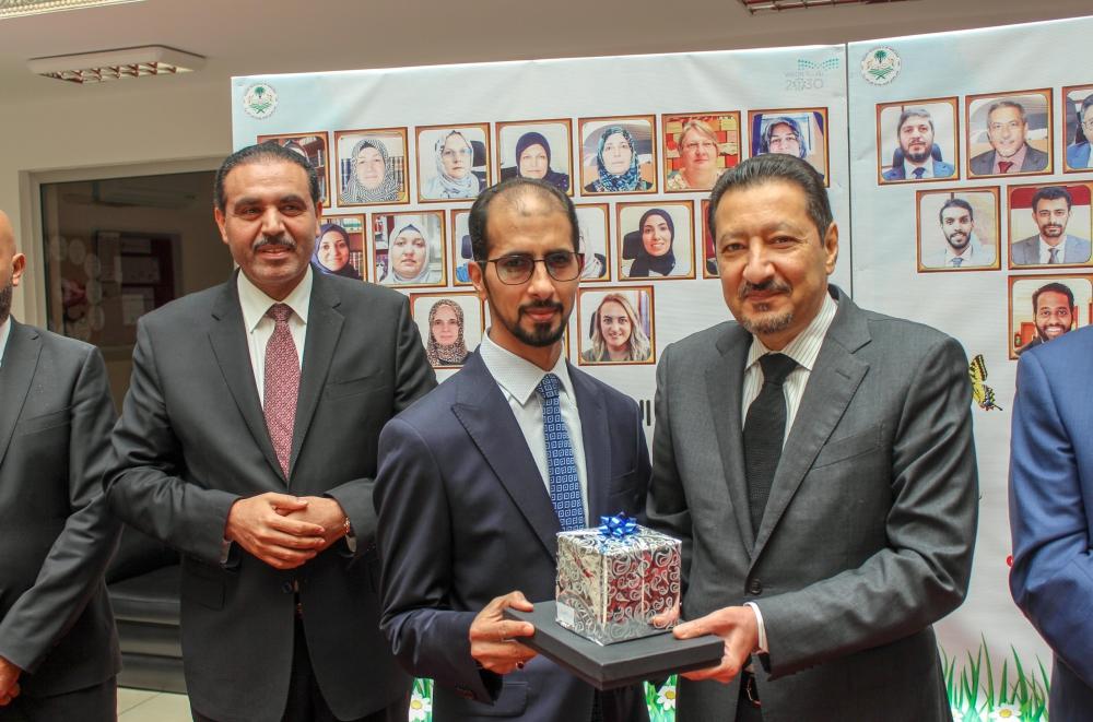 سفير المملكة لدى تركيا يطلع على استعدادات المدارس السعودية في أنقرة المدينة