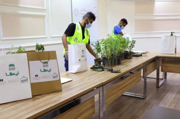 محافظة القنفذة تنشر ثقافة التشجير والحفاظ على البيئة مع اليوم الوطني