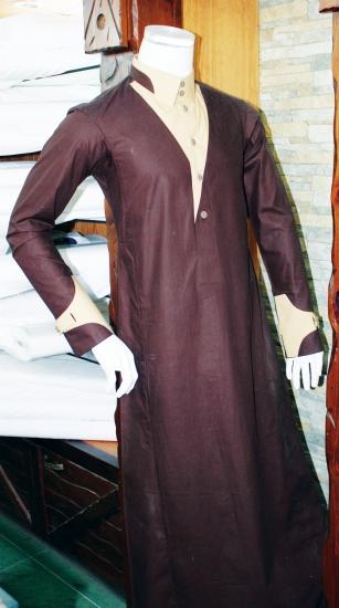 bfabcb6860759 محلات الخياطة تشارك الشباب أفكارهم لتفصيل ثوب العيد - المدينة
