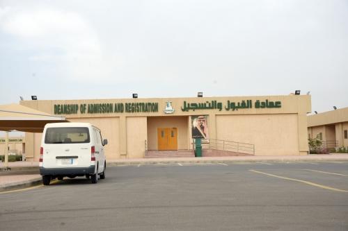 طلاب نتمنى أن تكون جدة بمستوى جامعة الملك عبدالعزيز المدينة